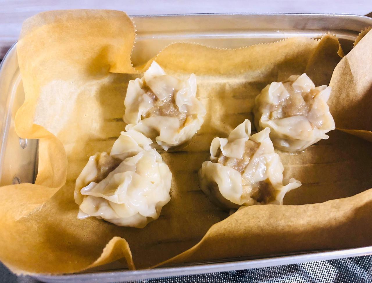 画像: 【お手軽レシピ】メスティンでしゅうまいを蒸す! 初めてでも簡単おいしいキャンプ飯 - ハピキャン(HAPPY CAMPER)