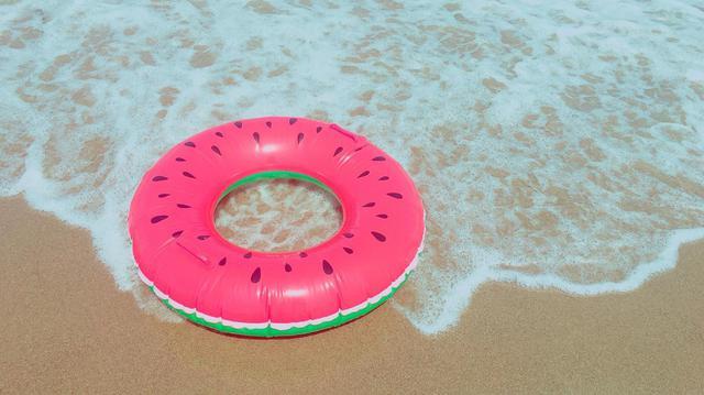 画像: 【海水浴に必須な持ち物その3】浮き輪