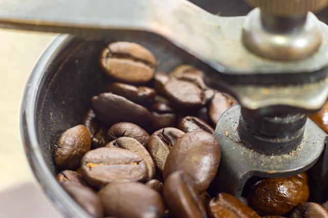 画像: 【コーヒーミルの選び方2】キャンプで使うコーヒーミルは手動のものを選ぼう!