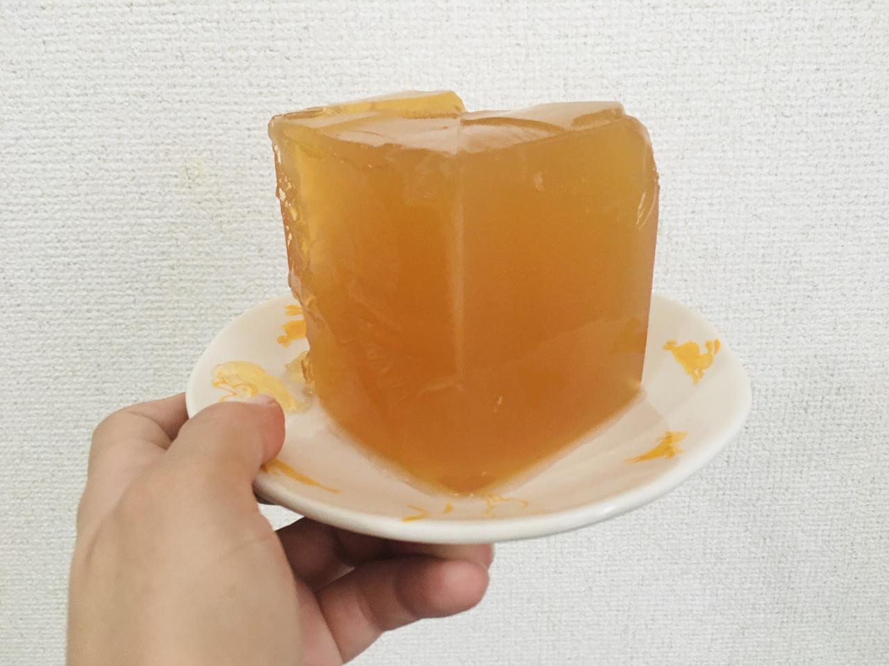 画像: 筆者撮影 紙パックジュースを使って作るゼリーは四角になります