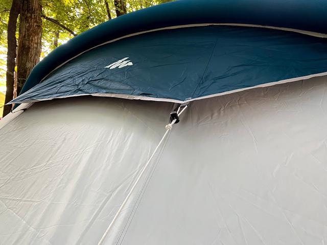 画像: 著者撮影。テント後部のロープを張ると、ベンチレーションの効果が発揮されます。