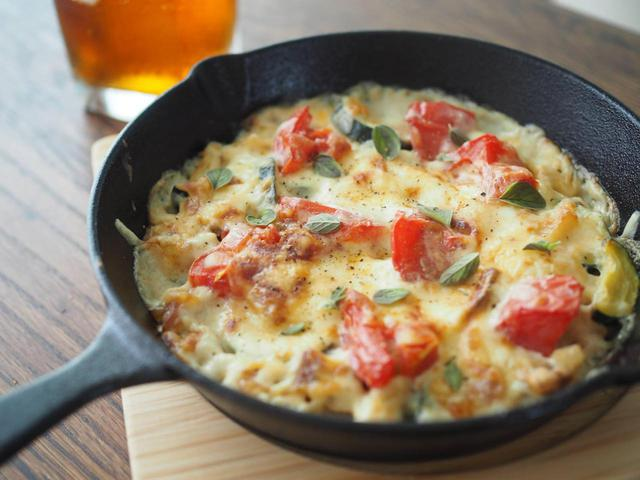 画像: ズッキーニに合う食材とおすすめレシピ5選 スキレットで作る簡単キャンプ飯も! - ハピキャン(HAPPY CAMPER)