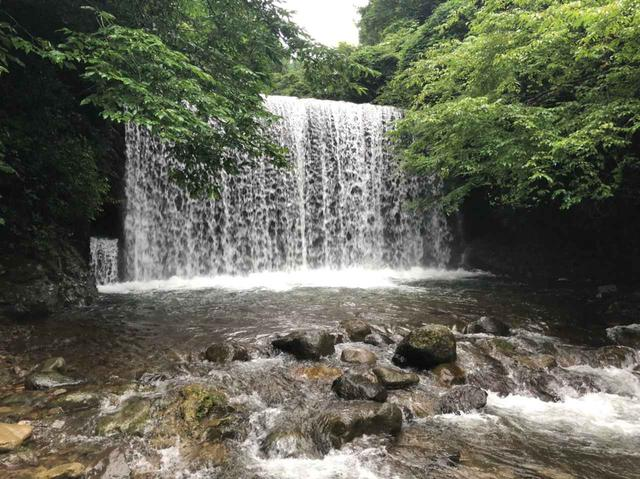 画像: 滝もあります (筆者撮影)