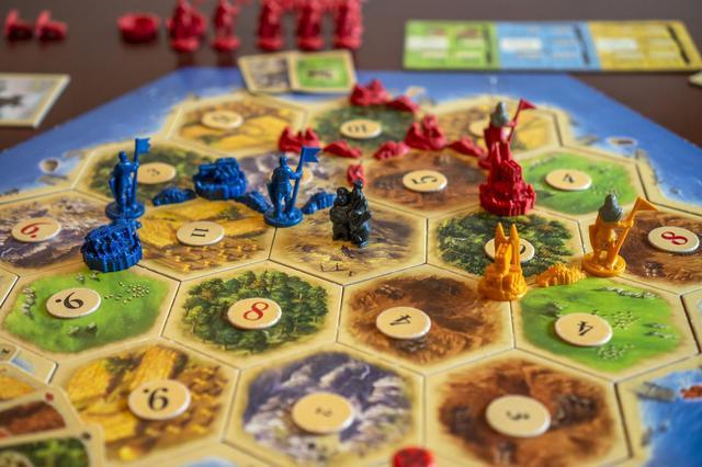 画像: カタンの遊び方と魅力を徹底解説! 初期配置を決めて素材を集める事で島を開拓していく開拓ゲーム!