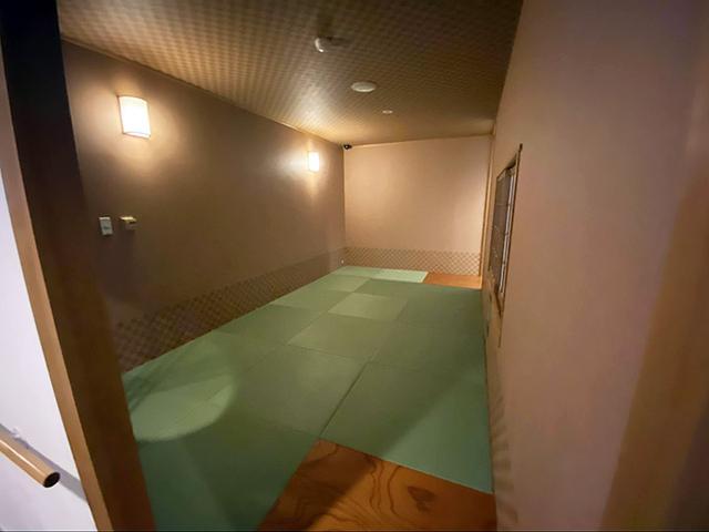 画像: 休憩ポイント1.館内にある畳の休憩所 ハイハイ期の赤ちゃんも安心して休憩ができそう (筆者撮影)