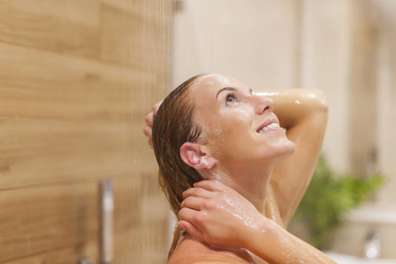 画像: 最近話題の「湯シャン」って? シャンプーを使わずお湯だけで洗髪すること!