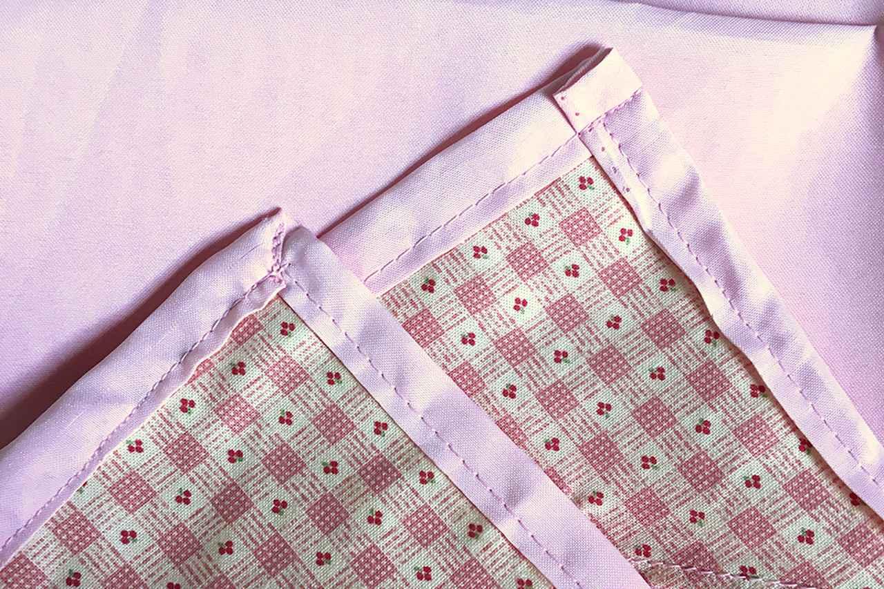 画像: 筆者撮影(角に補強用の布を挟み、タープ本体を直線縫い)