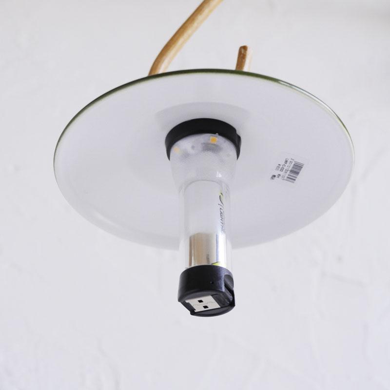 画像: ライト下部にはUSBコネクタが付属しているので、そのまま充電できます。 shop.malaika.jp