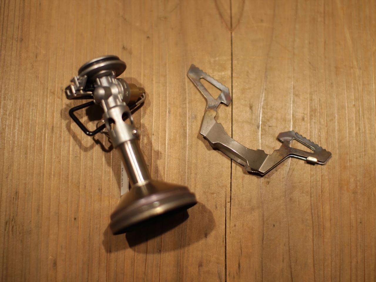 画像: 【SOTO・ウインドマスターの魅力1】非常に軽い! 手のひらサイズのコンパクトなシングルバーナー