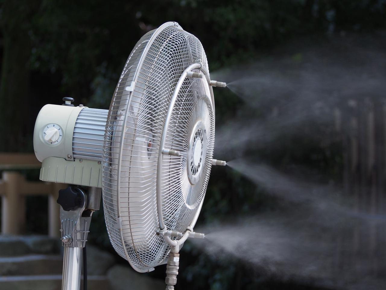 画像: 真夏の暑さ対策!「扇風機+保冷剤」の組み合わせでクーラーのように冷んやり涼しい風になる
