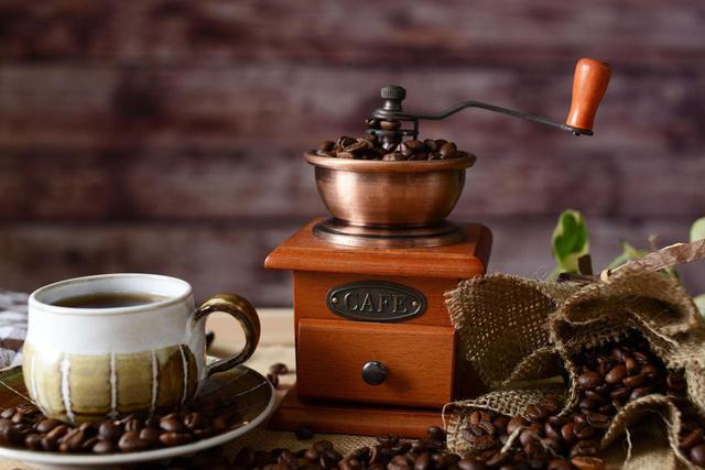 画像: おすすめのコーヒーミルを紹介! キャンプで美味しい本格コーヒーを淹れよう - ハピキャン(HAPPY CAMPER)