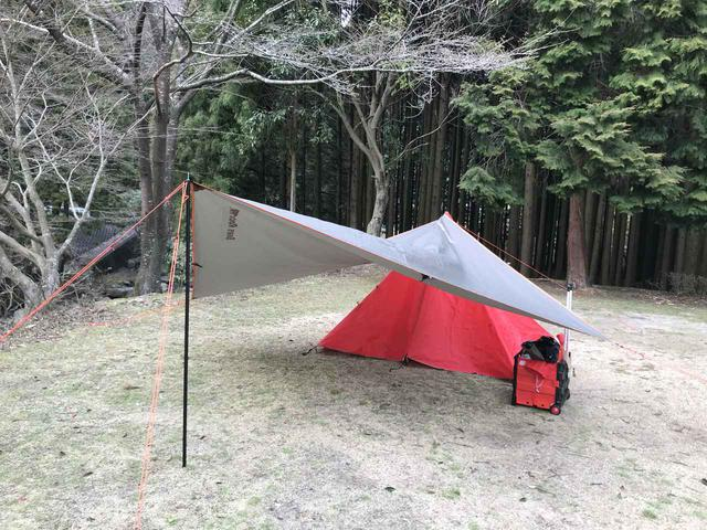 画像: ミニタープは軽量&コンパクトで持ち運びに便利! 簡単設営でソロキャンプやバイクツーリングで大活躍