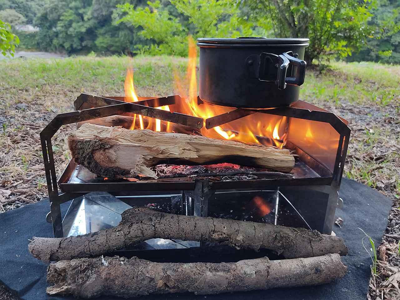 画像: 火床の長さは385mmのため購入した薪がそのまま置ける (筆者撮影)