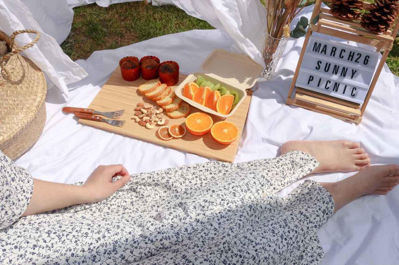 画像: 【ベランダや庭でピクニック】おしゃれなバスケット・テーブル6選 折りたたみタイプも - ハピキャン(HAPPY CAMPER)