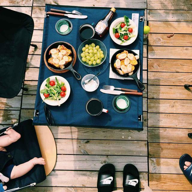 画像: アウトドアテーブルで食事が快適に! ピクニックの持ち物に入れたいおすすめモデルを紹介