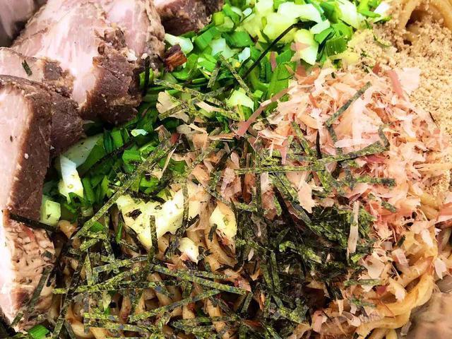 画像: 【レシピ公開】キャンプで油そば! 簡単なのに美味しくなる作り方をご紹介 - ハピキャン(HAPPY CAMPER)