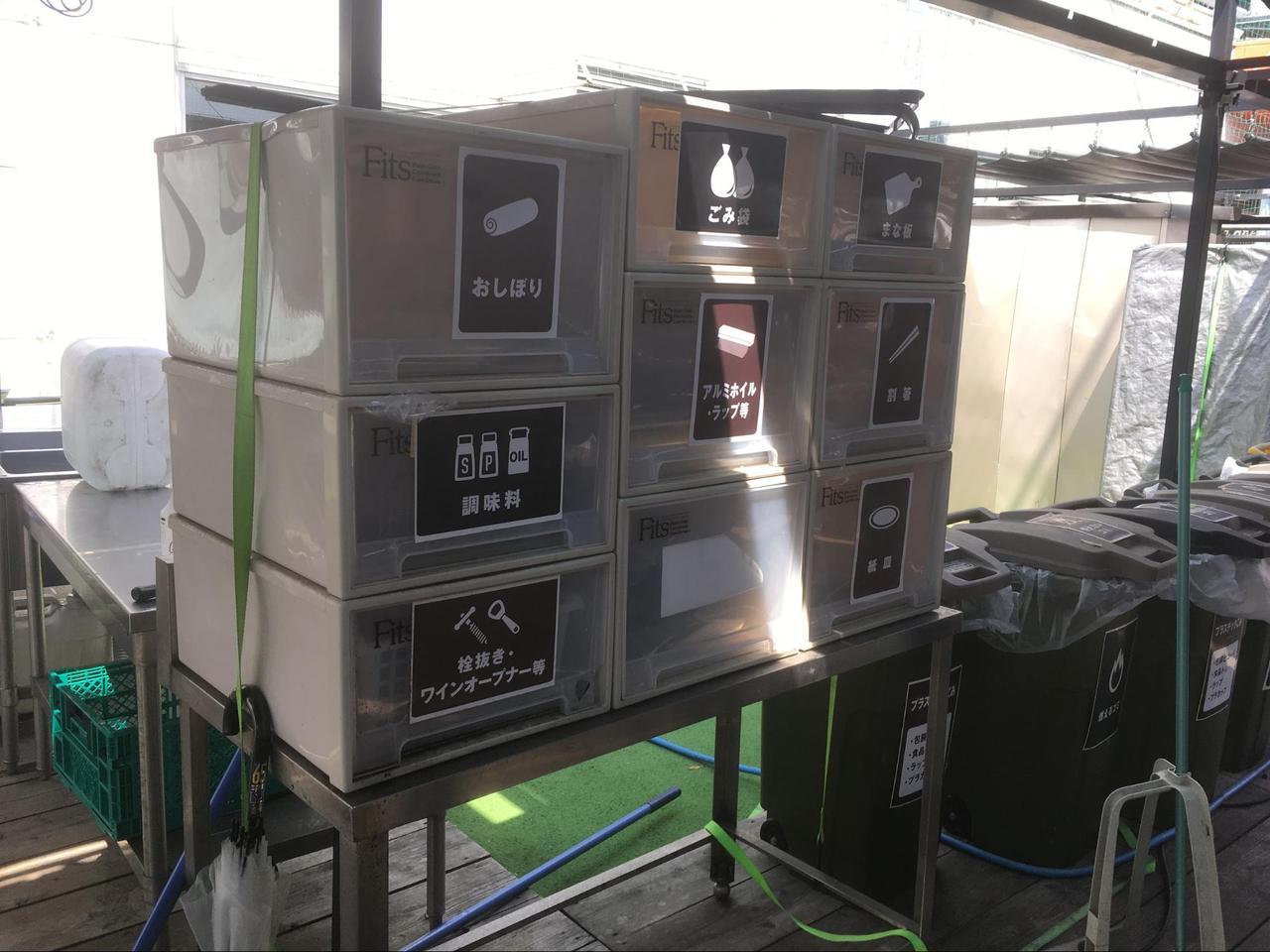 画像: 会場内に置かれた「バーベキューに必要な道具や調味料」自由に使用できます (筆者撮影)