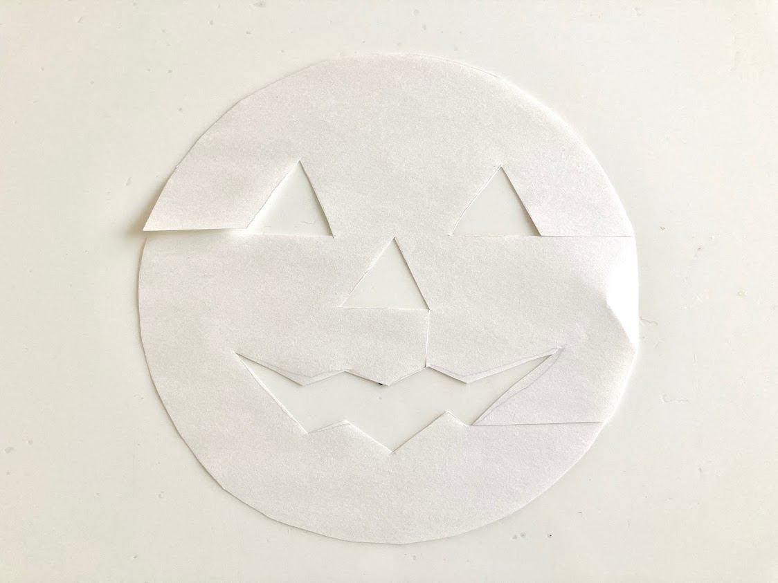 画像: コピー用紙で作った型紙 (筆者撮影)