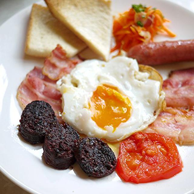 画像1: 【レシピ】キャンプで世界の朝食を楽しもう♪ アイルランドの「アイリッシュブレックファスト」の作り方