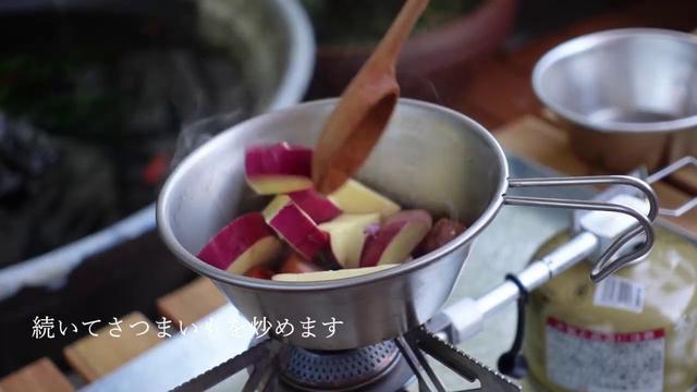 画像: 【キャンプ飯】シェラカップで作る!さつまいもと小松菜のクリームスープ youtu.be