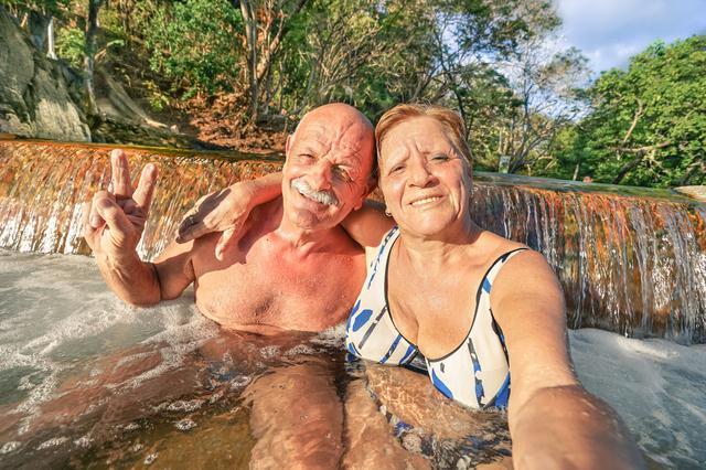 画像: キャンプ場の近くに温泉スタンドがあれば楽しみ方が増えるかも! キャンプで露天風呂は格別!