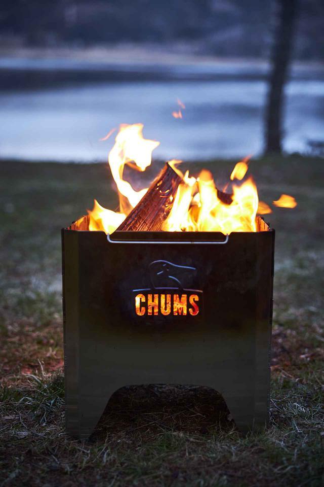 画像1: 【注目リリース】焚き火シーズン目前!CHUMS(チャムス)から待望の焚き火台「Booby Face Folding Fire Pit」が登場