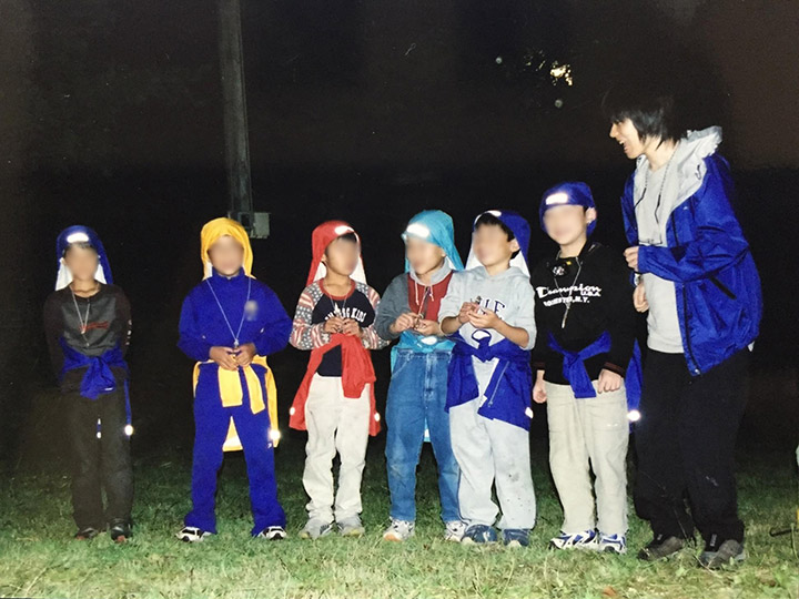 画像: 小学生キャンプのキャンプリーダーをしていた学生時代の筆者 (筆者撮影)