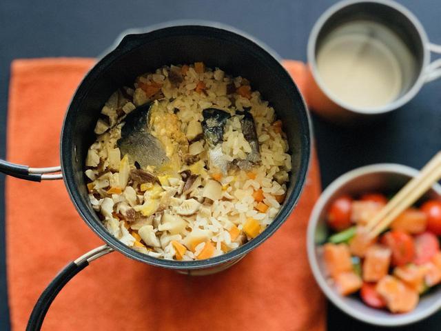 画像: 【ソロキャンプ飯料理】クッカーで作る! 簡単炊き込みご飯レシピ3選 - ハピキャン(HAPPY CAMPER)