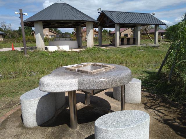 画像: 筆者撮影「テーブルタイプのバーベキュー施設」