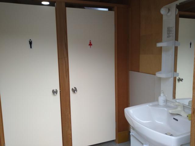 画像: 筆者撮影「トイレは男女別です」