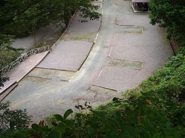 画像: 筆者撮影「川に面した川側サイト」