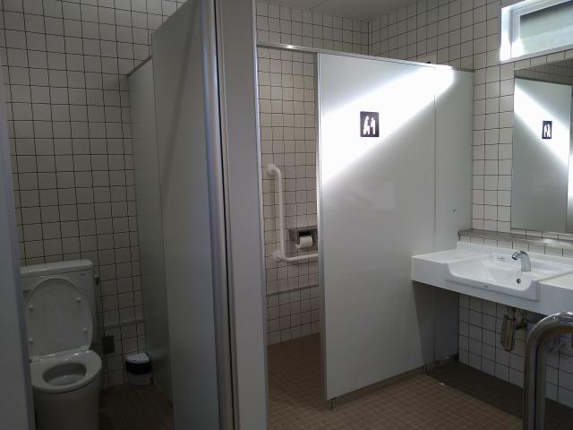 画像: 筆者撮影「清潔なトイレで安心」