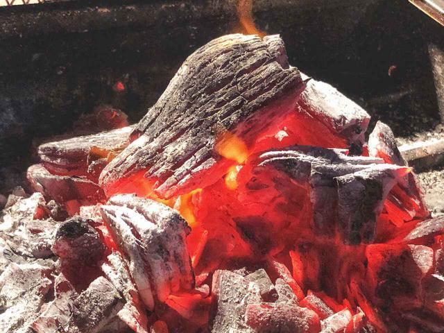 画像: 安全で手軽に炭火を鎮火できる火消し壺がおすすめ! 持ち帰りや消し炭の再利用にも便利なので活用を!