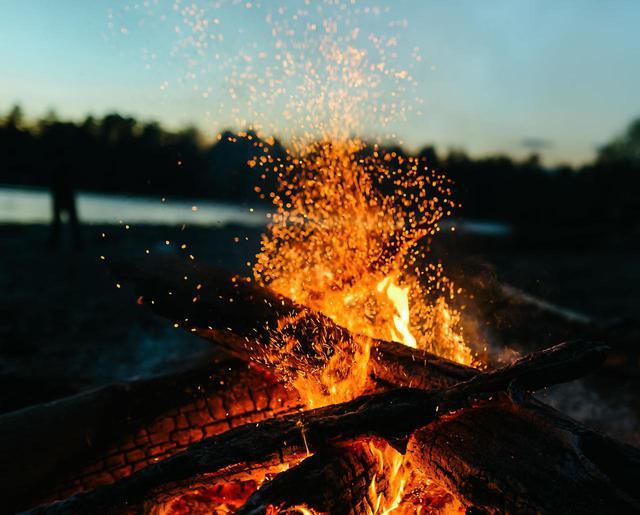 画像: キャンプ歴15年の経験者が教える! 焚き火の基本&火おこし便利アイテム3選 - ハピキャン(HAPPY CAMPER)