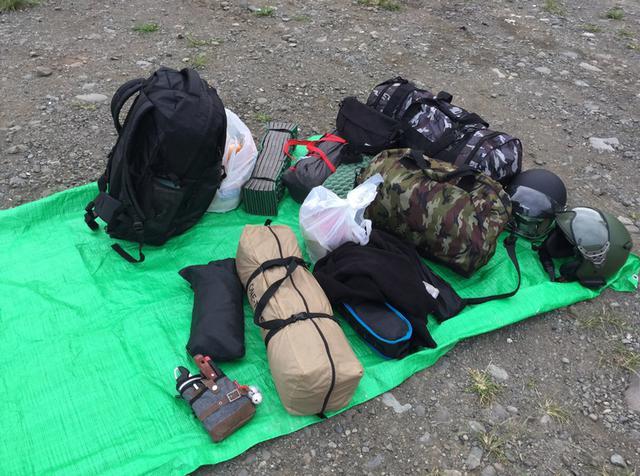 画像: 2人分の荷物を2台の原付で移動 イメージ