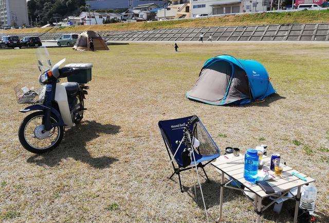 画像: 原付でツーリングに行く際は積載方法がポイント 50ccのバイクでも安全にソロキャンプに行こう!