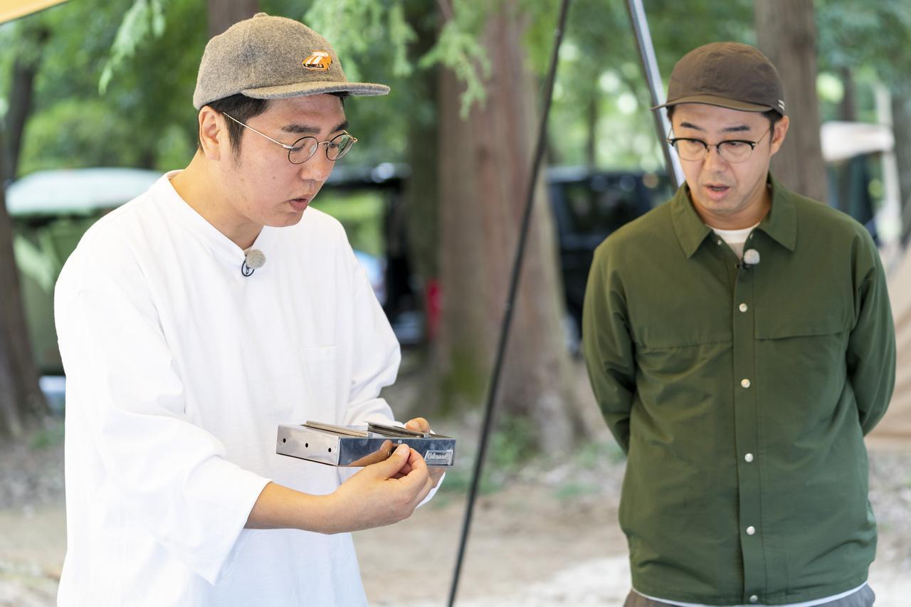 画像: photographer 吉田 達史 電動ファン部分を持つ小木さん