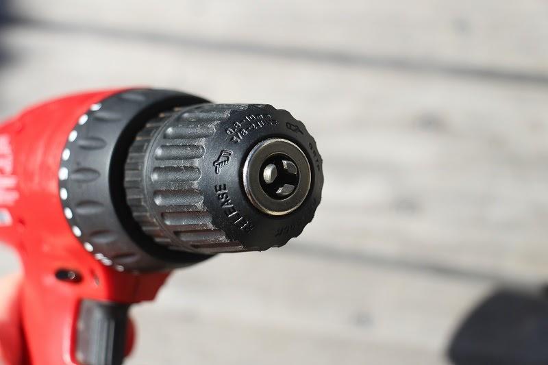 画像: 筆者撮影 電動ドライバーは回転チャック式を使うと便利です