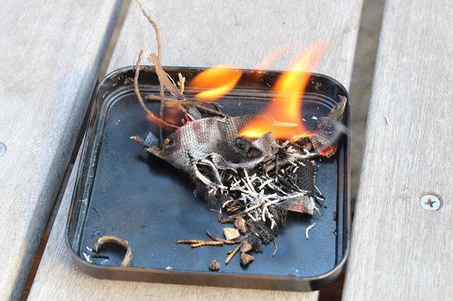 画像: 筆者撮影 枯葉などに移せば火が起こせます!