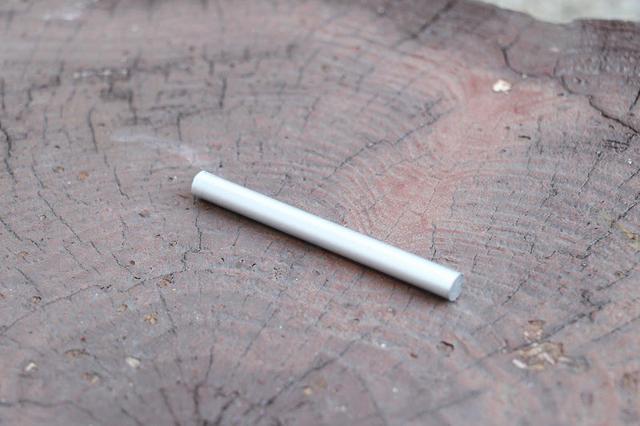 画像: 筆者撮影 金属棒を100mmに切ります