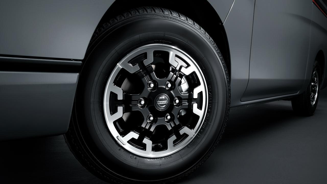 画像3: https://www3.nissan.co.jp/vehicles/new/nv350caravan/specifications/black_gear.html