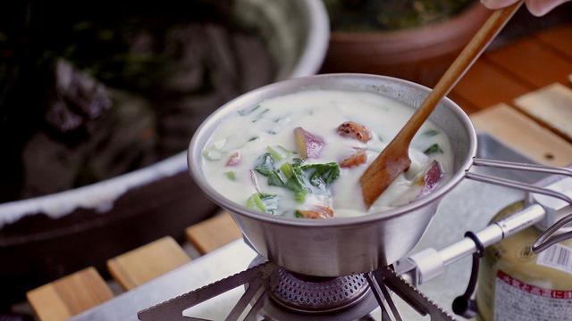 画像: 【シェラカップレシピ3選】寒くなってきた季節に食べたい!キャンプでの朝ごはんにおすすめあったか簡単スープ特集 - ハピキャン(HAPPY CAMPER)