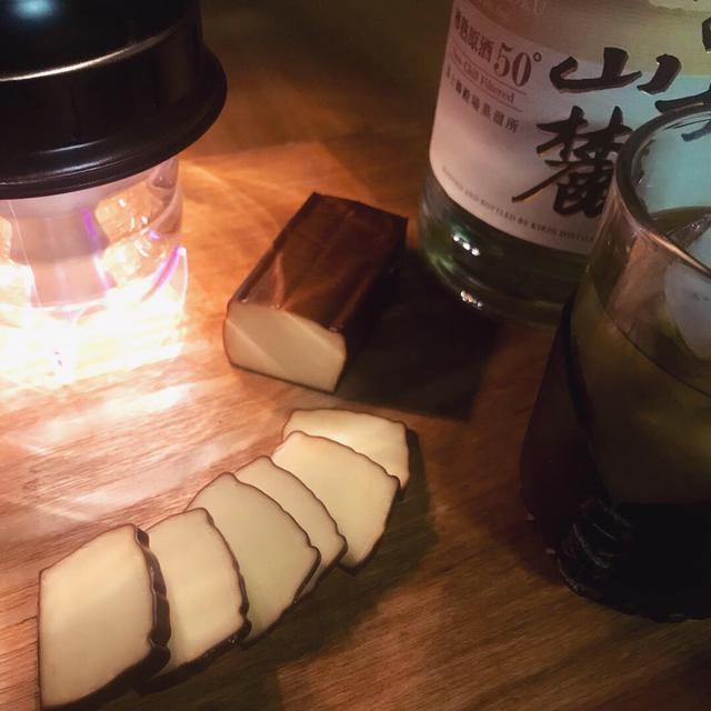 画像: 【燻製レシピ】スモークチーズの作り方 市販品とは一味違う旨さを出すコツ - ハピキャン(HAPPY CAMPER)
