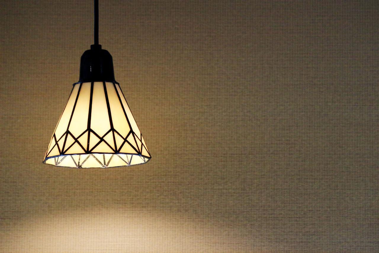 画像: 【「シェード」とは】 電灯やランプをカバーする〝笠〟! 拡散光や直接光など使い道や種類は様々