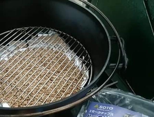 画像5: UNIFLAME(ユニフレーム)ダッチオーブンで燻製★アウトドア万能調理器具のダッチオーブンは燻すのにも最適!初心者向けテクニックをまとめて教えます。