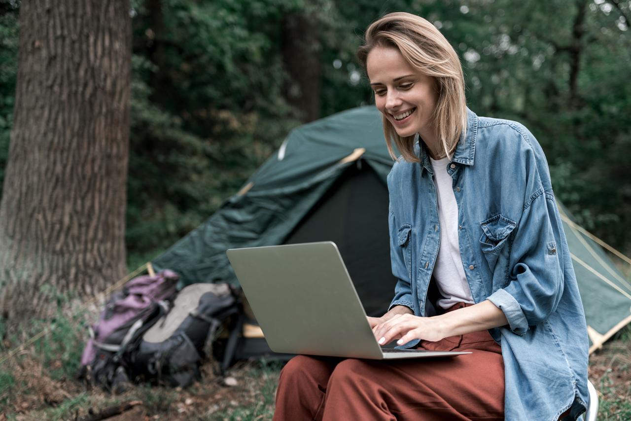 画像: テレワークキャンプでの気になるポイント1:「快適なネット環境の設備があるかを確認」!