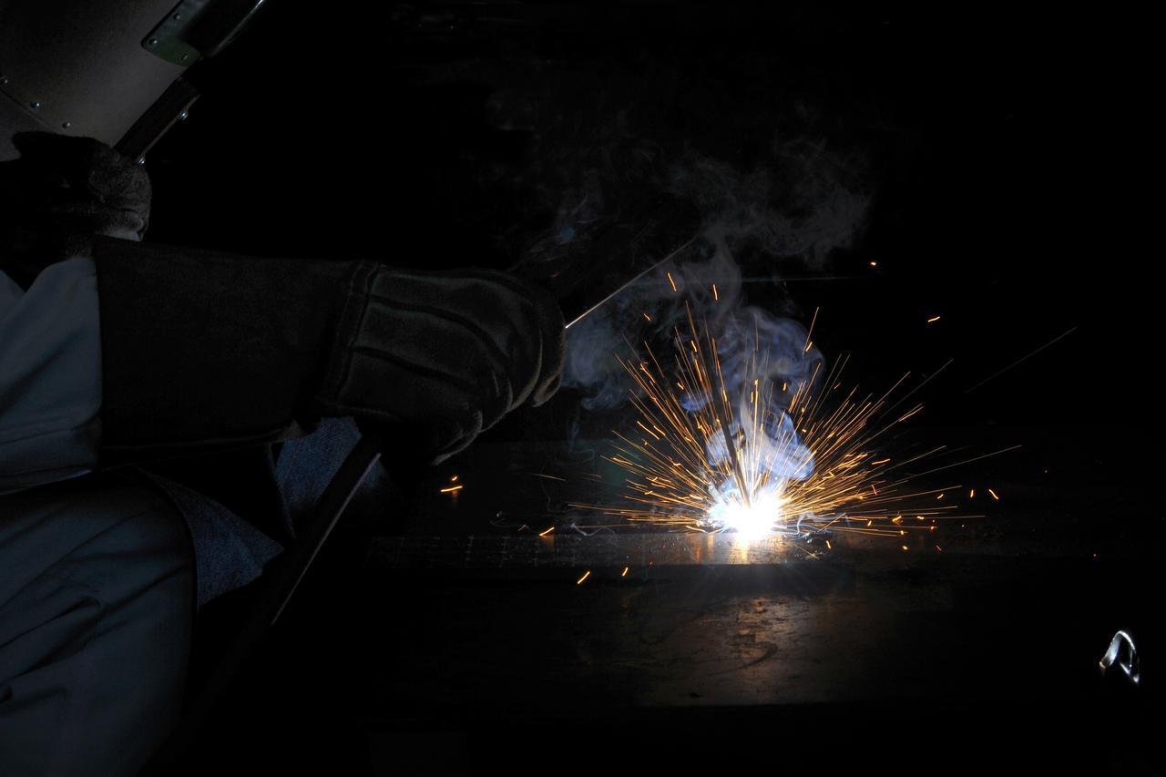 画像: 焚き火シートはスパッタシートをもとにして作られた商品! 種類はガラス繊維と耐炎繊維の2種類ある!