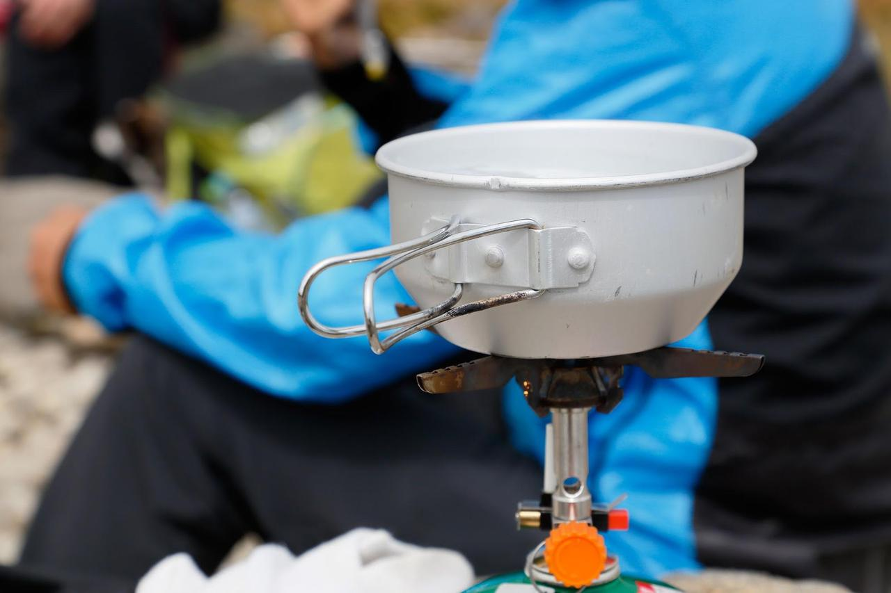 画像: ストーブは液体燃料とガス式の2種類! カセットガス式のストーブは燃料の運搬が簡単でキャンプに最適