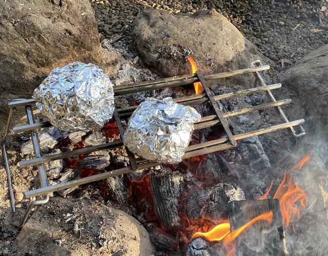 画像: 筆者撮影 肉まんを温めています