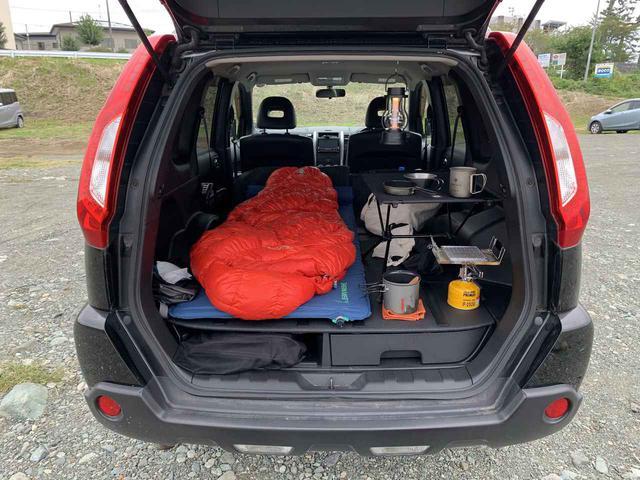 画像: 車中泊ソロキャンプにおすすめのグッズを一挙公開! 筆者愛用のマット・寝袋・車用網戸など - ハピキャン(HAPPY CAMPER)